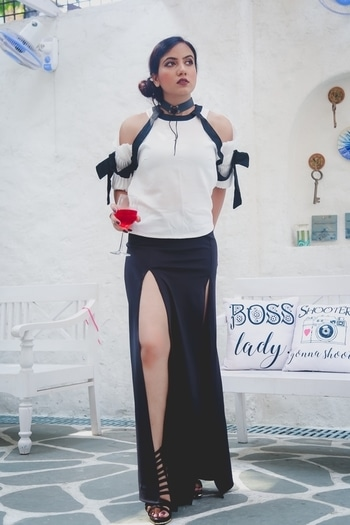 This chic blouse has an elegant, flattering silhouette that highlights the shoulders and arms. The contrasting borders keep it structured and clean. Styile with sexy slit long skirt and heels give more formal looks ,for official events or any corporate boss lady style.