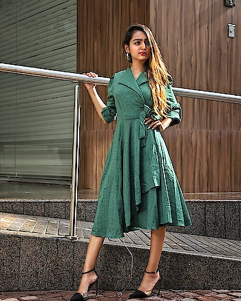Knee length dress are now my favourite! 💗 It is perfect for every daytime occasions. High heels👠 are must with this kind of dresses. . . outfit - @mafia_style_ka_add_ 📷- @kapadiya_films @karan_rangoonwala . . #fashionblogger#suratblogger#fashioninfluencer#styleblogger#indianblogger#bloggerlife#ootd#kneelenghtdress#highheels#whatiwore#fashiongram#fashionista#picoftheday#dowhatmakesyouhappy#staycalm#staybeautiful