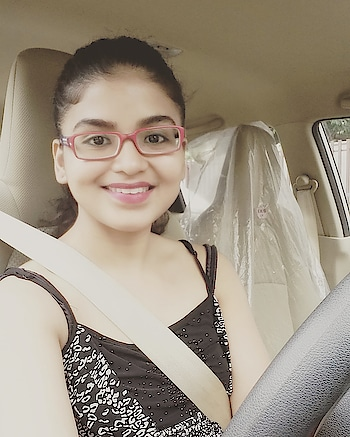 So I sometimes wear glasses n while driving my honda brio ( I call it my herbie- fully loaded ! :)) in these monsoons... ;):) #hondabrio #herbiefullyloaded🚗 #rashmipitreart #rashmipitre #justfundrive #roposo #actress