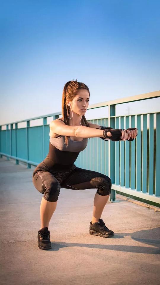 #squat #kick #boxing #punchingbag #red #punch #skipping #skippingrope #gym #body #bodybuilding #exersice #great #looks #stamina #energy #sweating #dumbbells