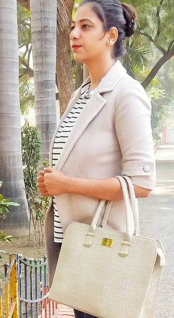#winter-style #layering #officelook #workready #formals #grey #greycoat #greyhandbag #colorofthemonth