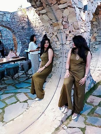 reflections ❤ #colouroftheday #attiregoals #be-fashionable #beyourownkindofbeautiful #beyou #loveyourself #ropo-love #ropostyle #ropotraveller #ghumakkadme #travel-diaries #fort #jaipur #jaipurdiaries #fashionbloggerindia #junkjewellery #blackearrings #beboldbeyou