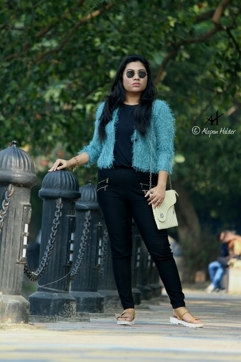 Crushing over furr coats this winter😍   #blogger #fashionblogger #beautyblogger #winterlookbook #whatiwore #lookoftheday #furryfashion #streetstyle #styleblogger #indiafashionblogger #kolkatafashionblogger #ootd #soroposofashion