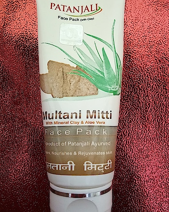 Review of the Day . Patanjali Multani Mitti Face Pack . Multani mitti is considered to be really good for the skin especially Oily Skin. . . 👉It is a unique blend of minerals and clay for youthful glowing skin. 👉Gairika (Mineral Clay) tautens the skin enhances blood circulation. 👉Fuller earth removes deep impurities, cools and soothes the skin. 👉Aloe Vera possesses softening, healing and nourishing properties. 👉Minerals like Zinc oxide, aluminium and magnesium rejuvenates, repair& nourishes skin. 👉Comes in a simple tube packaging 👉Travel Friendly 👉Face pack is light brownish yellow in color; just like multani mitti 👉Smells like fuller's earth 👉Texture is soft, smooth and creamy. 👉Apply this pack on wet skin because multani mitti can be very drying for the skin and can make it stretchy. 👉Keep the pack for 15 min and wash off with normal water followed by toner and moisturizer . . ➕Inexpensive ➕Makes skin soft and smooth. ➕Gives a fresh, radiant look to the face ➕Good for oily skin ➕Perfect consistency and easy application. ➕Easily Available ✖️Not recommended for very dry skin ✖️Contains parabens . . . Overall a decent affordable face mask. Price Rs 60 . . . . . . . . #patanjali #facemask #facepack #multanimitti #patanjaliproducts #beautyproductoftheday #indianreviewblogger #indianreviewblog #beautyinfluencer #bangalorebeautyinfluencers #bangalorebeautyblog #mumbaibeautyblog #bangalorebeautyblogger #mumbaibeautyblogger #mumbai_ig #mumbaiigers #bangalore_insta #bangaloreinstagrammers #productreviewoftheday #productreviewer #pikreview_official #pikreview #pikreviewblogger #testnreview