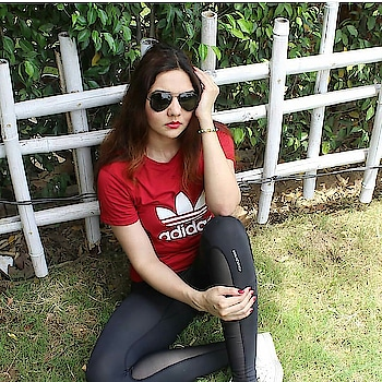 #roposogal#roposome   WhatsApp on 9639868455 to place your order ➡ Exclusive Branded T-Shirts For Kings/queens 🔴ROUND NECK HALF SLEEVES 🔴Sizes-: S to XXXL 🔴Avl In plenty of other colours 🔴High Quality Fabric and Free Shipping 🔴COMES WITH PROPER PACKAGING