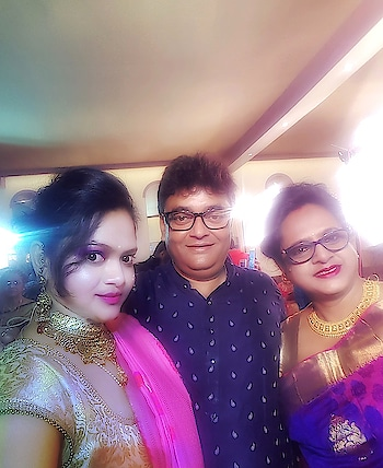 Dad's friend......mom and me at a wedding  #uncle #summerweddings #mom #wddingstyle #wedding #weddingthings #weddinginspiration #bun #kundan #kundanjewellery #kundanearrings #kundannecklace #saree #srees #pink #pinksaree #makeup #pinklips #light #blouse #goldenblouse #nomess #violet