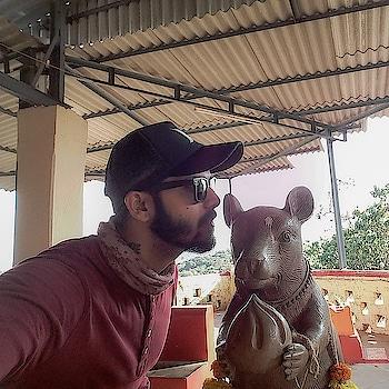 Whispering a wish in Mushak's ear is believed to come true!! #captured #musafir #musafirchannel #gabru #gabru_channel #gabruswag #swagger #beard #selfie #travel #wanderlust #roposo #ropo-style #ropo-post #likeforlikealways #followme #follow4follow #ronitdalvi #wanderer #thanks