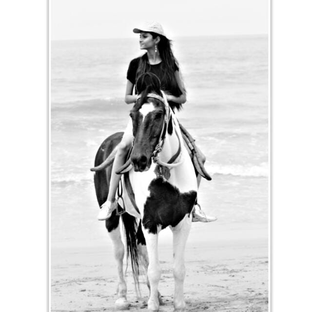 #adventure #adventuretime #adventurous #horseriding #horseshoe #enjoying #enjoyingeverymoment #enjoyedalot #black-and-white #freshness #air #beautiful_nature #naturelover #riding