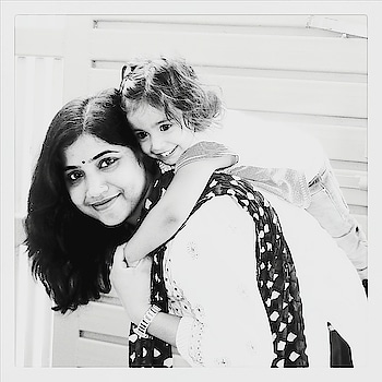 Naughty Shiny wanted a #piggybackride . . . . . .#lucknowblogger  #fashioninfluencers  #ethniclook  #ethnicblogger  #lucknowdiaries❤  #lucknowbloggersofficial  #indianethnic #ootd #mommyof2  #mommyofinstagram  #indianblogger  #lucknowinfluencer #truemotherhood  #toddlerofinstagram  #momslove