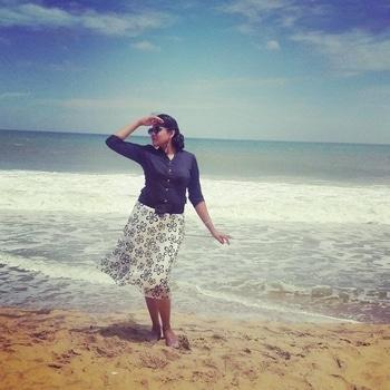 #islandlife #summer-style #tissueskirt #blackshirt #floraldesign #beach-waves #arabiansea #beaches, travel #love-photography #travelblogger #travel-diaries