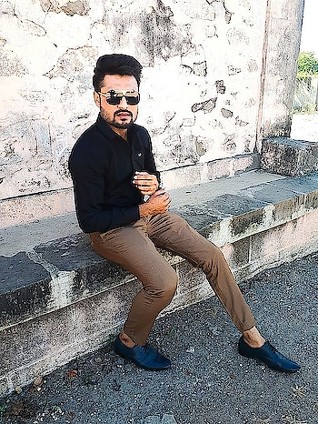 ;- Don't Let Then C H A N G E you Or Even REARRANGE you.   #thestyledweller  #befiikra  #iarjungondaliya  #fashionfreak  #be-fashionable  #gentlemen  #gentleman  #gentlemansclub  #gentle  #natural-look  #look  #swag  #bloggerlove  #blogspot  #blogshoot  #bloggerdairies  #stylishlook  #handsome  #handsome_hunks  #handsomeever