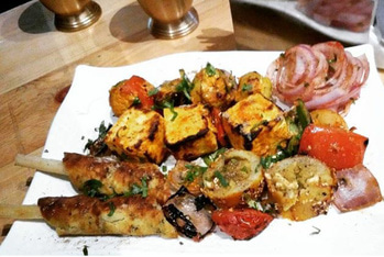 Dayum! This delicious veg.Tandoori Platter showed me the stairway to heaven!! 😍😍 #tandoori #platter #food #foodie #foodiesofindia #roposofoodies #foodielife