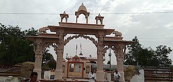 Manufacturers by shri Krishna Stone Cuttings Industries MOB.09929674594 sand Stone items