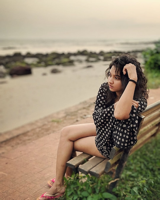 अथांग होता समुद्र... आणि विचार...... #goa #lostinthought #sea #kokankanya #meerajoshi #