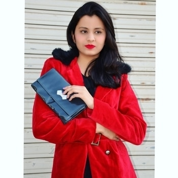 Red being my colour😍 and undoubtedly classic, knowing no limits of ocassion, this timeless wardrobe essential - #redvelvetcoat from @lurapfashion is the one that's never going to be out of style💟 . . . . . #fashionista #fashionblogger #ahmedabadblogger #winterfashion #ChauhanDrastiXlurap #lurapblogger #winterwear #ootd #trenchcoat #redlips #redlove #redcoat #indianblogger #bloggersworldwide #popxoblognetwork #followforfollow #streetstyle #redlips #glamlook #winter2017 #instalove  #instablogger #chauhandrasti #tagsforlikes