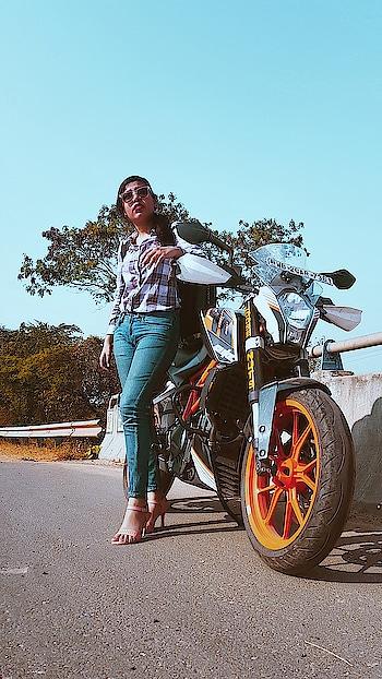 biker look.  #roposo #roposogal #roposo-style #roposoblogger #roposo-fashiondiaries #roposo-makeupandfashiondiaries #roposotalent #roposokolkata  #ktm  #bikerlook #bikelove #styleblogger ##fashion #action #dashing #styleblogger #stylesh