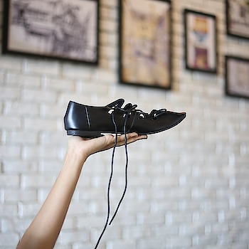 Comfy and chic, these Brit Fit #INTOTOs are our trusted companions for this weekend's escapade  . . .  #fashionforall #shoelove #designershoes #dailyfashion #shoefie #musthave #daylook #brandshop #trendy #everyday #collegewear #intotos #stylefile #black #elegant #whatshot #casualshoes #funky #blackshoes