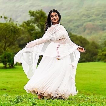 Discover again the  evergreen beauty in you with RAA ( www.rentanattire.com ). @antara_nandy is looking 'oh so gorgeous' in RAA's stunning white lehenga.    #rentanattire #raabridalwear #raadesignerwear #designerwearonrent #bridewithpride #bridestyle #bridesmaidsquad #bridesmaids #bridesmaiddress #bridesmaidoutfit #lehengalove #lehengadesigns #setmywed❤ #zowed #girlssquad #girlstyle #indowestern #indowesternwear #pune #delhigirls #delhi #style #instamakeup #instalike #lehengagoals