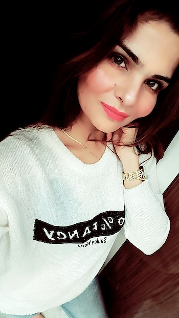 #selfieoftheday #white #ropo-style #roposo