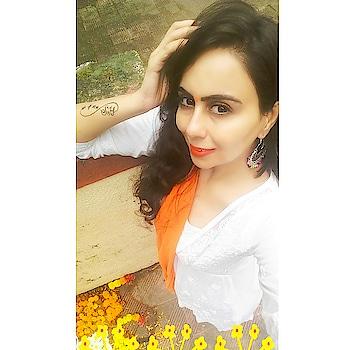 Sometimes simplicity makes you beautiful n vibrant 💜💜 #simplicity #beauty #vibrant #elegannce #bindi #bindilove #orangelipstick #whitekurti #orangedupatta #lovetodance #loveyourself #colour #openhair #smile #indian fashion  #ethnic #indianwear #dowhatyoulove #jhumkalove #silverearrings