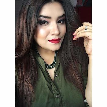 Don't forget to fall in love with yourself first 💕 #makeup #makeupartist #makeupartistworldwide #metallic #metallicmakeup #wakeupandmakeup #100daysofmakeup #makeupmafia #slave2beauty #featuremuas #undiscovered_muas #mua #indianmua #vegas_nay #hudabeauty #dressyourface #glamglow #allmordernmakeup #indianmakeupsociety #universodamaquiagem_oficial #bblogger #beautyblogger #makeupblogger #thatwingedeyeblogger #staytuned