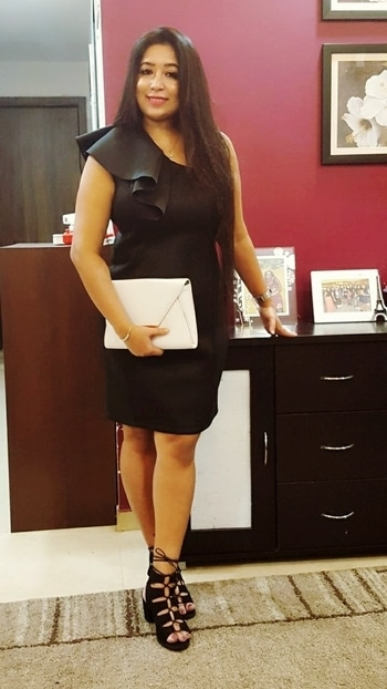 #sofitel  #mumbaikar #mumbai #blackdress #oneshoulderdress #tieupsandals #whiteclutch