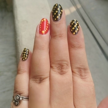 This is how I spent my Sunday Afternoon 💅 😊 . . . . 🌸 Through simplicity comes great beauty. 🌸 . . . . #dilliblogger #amritkaur_amy #delhiblogger #sunday #funday #nails #nailpaint #nailart #nailarts #black #red #yellow #simpleart #simplicity #newlaunch #launchingsoon #nailedmyhamper #happyhamperindia #contest #excited #hopetowin #followme #dontunfollow #doubletap #followforfollow #likeforlikes #lovelife #tagforlikes