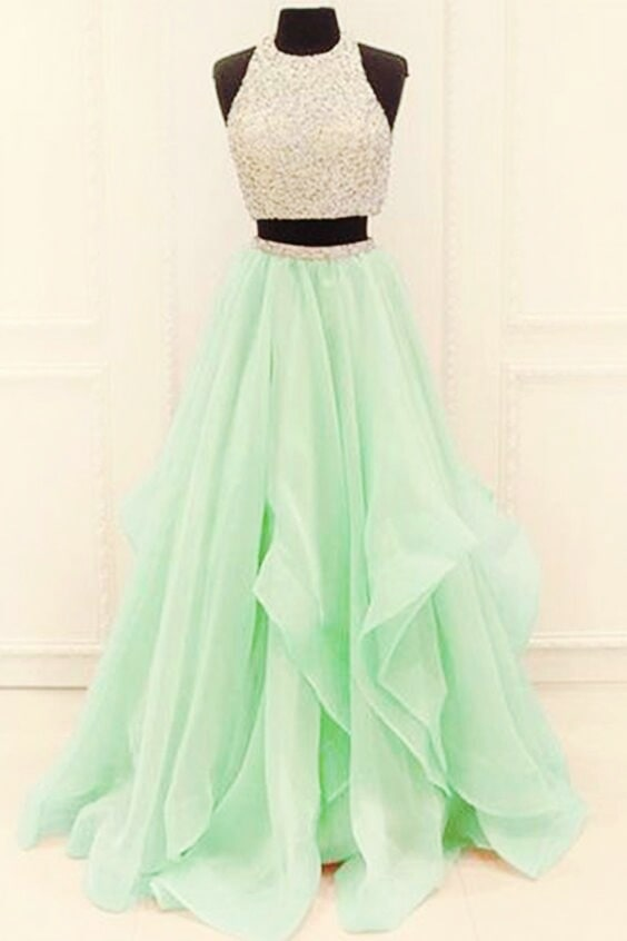This dress is so gorgeous 😍😍😍😍 It's light green colour and that golden blouse! ❤😍😍😍😘 #gown #green #goldenblouse #goldentop #beautiful #weddingclothes #wedding #loveit #followformore