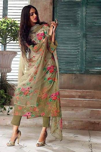 #shadiseason #fashion #fashionblogger #fashiondiariese #indowestern #bridalwear