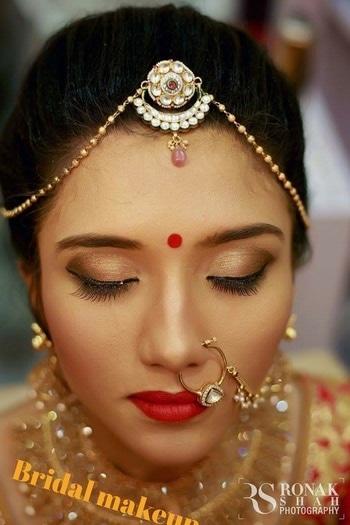 Bridal look..on....desibride.... #bridal-makeup #bridal #weddingbridal #indianbridalmakeup #bridalportraits #bridesofindia #bridal-jewellery #bridebook #beautifulbride #desigirl #traditional makeup  #ronakshahphotography