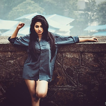 Boundaries don't keep other people out, They fence you in.. PC @vardaan5ingh #pic #picoftheday #shoot #photoshoot#model #modeling #marathimulgi #actress #performer #lovemyjob #meerajoshi #vardaansinghphotography #moodygrams