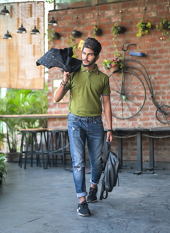College Casuals - that's what i say ! 😁 . . Tshirt by - @fugazeeinc . . Shot - @thedaydreamstudio . . #thestyledweller  #fugazee  #TSDFAM #menscasual  #fashioninfluencer  #fashionblogger  #menswear #men #mensfashioninfluencer  #trendy #wiwt #ootd #olivegreen #poloneck #suratinfluencer  #suratblogger  #indianblogger #indianinfluencer