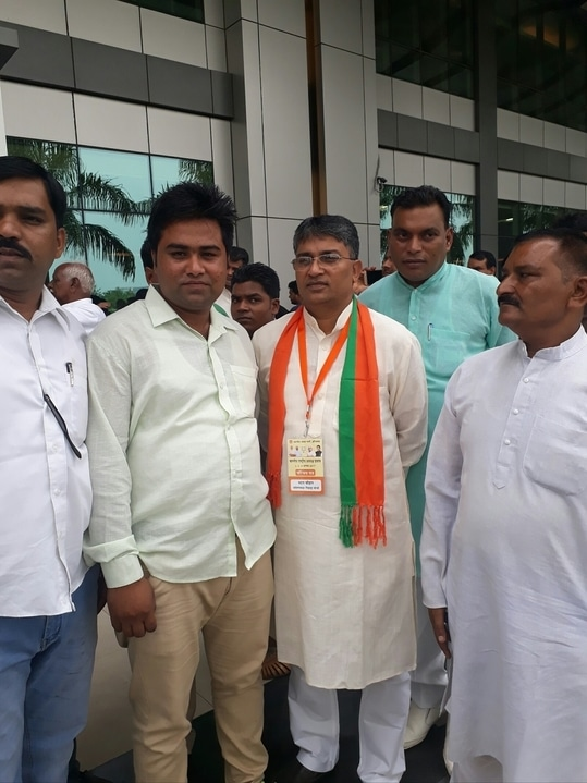 भारतीय जनता पार्टी ओ.बी.सी मोर्चा हरियाणा प्रदेश अध्यक्ष मदन चौहान जी के साथ आपका भाई मनीष गुर्जर (जिला उपाध्यक्ष बीजेपी ओ.बी.सी मोर्चा फरीदाबाद)