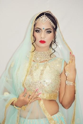 #bridal #bridalmakeup #weddingshoot #bridaljewellery    #wedding #weddingjwellery #makeupblogger  #bridalmakeup  #photoshoot  #bridal-jewellery  #bindi  #bindilove