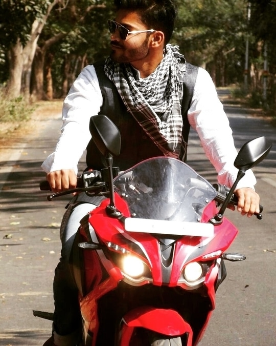 Down the gears..and disappear👻  #bike  #rider #Pulsar200RS #love4red  #born2rule #borntoride