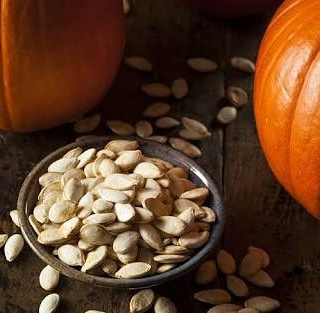 Pumpkin seeds is very healthy & full of nutrients...heart healthy magnesium,plant based omega 3,stress buster,good for kids(immunity),WEIGHT LOSS(roast add in flour,bread,sandwich,salad)and good for munching...😊 #healthydie