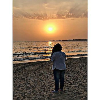 """A beautiful sunset that was mistaken for a Dawn"". . . . . . . #sunshine #sunset #beach #dawn #naturalhair #highbun #badgalriri #travelblogger #travelholic #girlpower #girl #genuinesoul #black #blackwoman #blacksoul #blacklife #gypsy #gypsysoul #fashionblogger #fashionista #fashion #fashiondesigner #bloggerstyle #bloggerlife #bloggers #blogging #bloggeuse #trusttheoneaboveyou #everydayphenomenal"