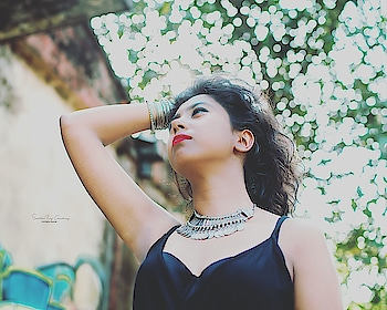 #kolkatafashionblogger #kolkatadiaries #portrait #picoftheday #photography #mondaymotivation #black #myntra #jumpsuit #instadaily #instablogger #instamood #instagram #pose #poser #trending #influencer #browngirls #bong #indianblogger