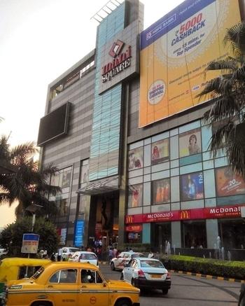 Mani Square mall #kolkataclicks #kolkatacity #kolkatagram #calcalling #calcuttacacophony #sokolkata #kolkatadiaries #whatsupkolkata #hellokolkata #amarkolkata #onlyinbengal #instakolkata #mykolkata #kolkatablogger #ig_calcutta  #ourcitykolkata #storiesofindia #storiesofkolkata #kolkata #calcutta #india #indiaig #manisquare #mall