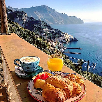 AmalfyItalyview with breakfast. Wow its amazing scene. One day I will experience it for sure. I can dare to dream this lifestyle as I have the opportunity Every one can ------> http://bit.ly/2OuTDDw #lifestyle #love-life #sunrisenutritionhub #healthyliving #purposedrivennutrition