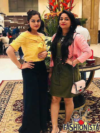 Twining with gorgeous @rishikasinghal   Wearing labels @fab_alley  . #fashionista #buddies #fashionbloggers #fashionquotient #missamoreclothing #faballey #fashiondiaries #rangoli #lookgoodfeelgood #trending #wow #wowchannel #roposotalks #twinklewithmystyle #fashionista