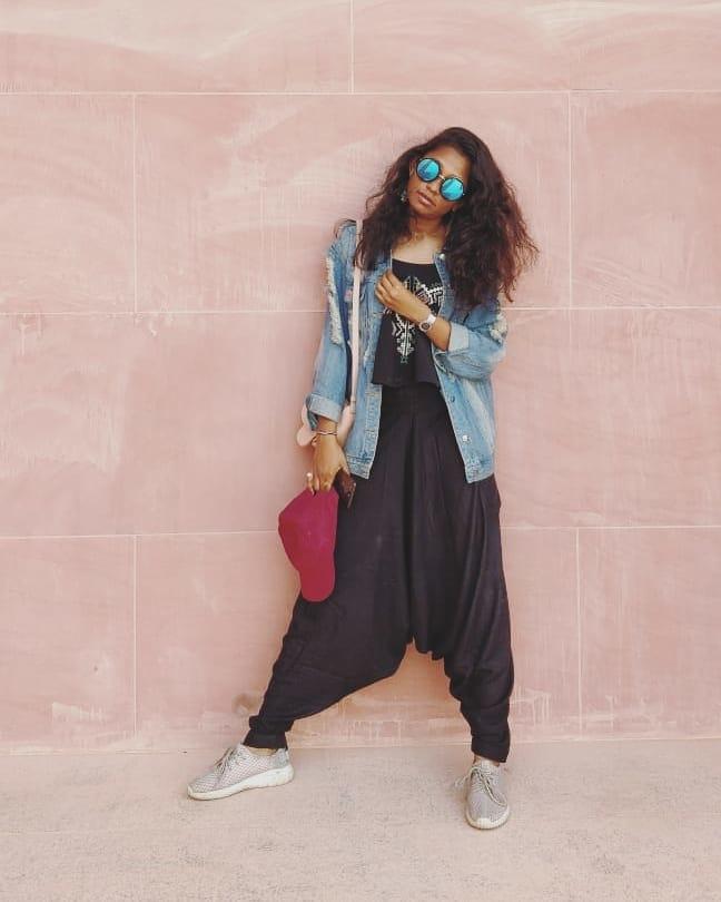 Sun Tanned!  #pliepalazzo #pliepalazzoingujarat #style #blogger #influencer #fashion #fashionblogger #ootd #outfitoftheday #potd #picoftheday #photooftheday #boho #creative-channel #fashionblog #fashionchannel #beats #soroposo #roposolove #ethnic #fusion #fusionwear