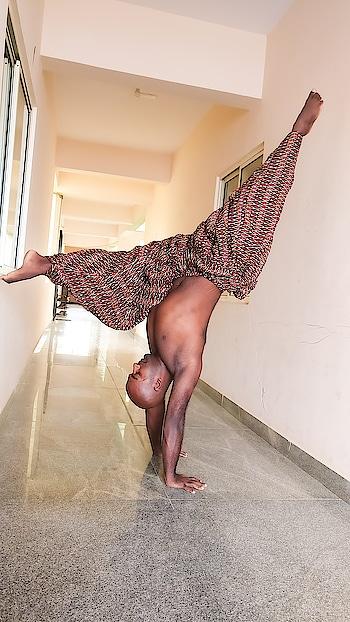 Upside down everywhere 🙌🙌 . . . . . #yoga #yoga4roposo #yogaeveryday #yogaatrong #yogainspiration #yogapractice