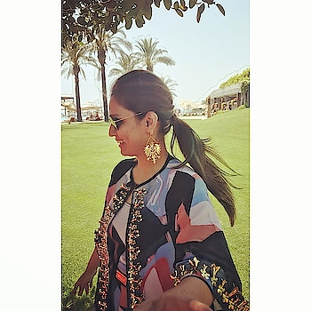 Making our #mondaymornings come alive with a burst of color is @yomikavirani in #fragmentsbynityabajaj to a beach soiree... Love the gold accesorization gleaming under the beach sunshine 😍 'Our signature print was her perfect choice' she exclaims  We love it @yomikavirani it was a pleasure to dress you 😍  #Happycustomers #Happyclients #clientdiaries #stylefile #stylefiles  #NITYABAJAJ #labelnityabajaj #fragmentsbynityabajaj #destinationwedding #beachwedding Shop this at www.nityabajaj.com For enquiries call 9990185858