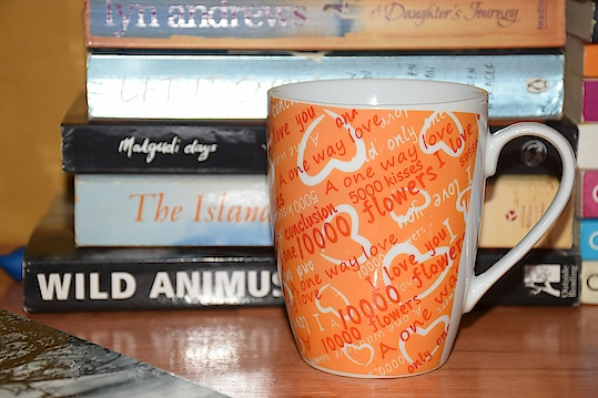 Little things. #photography #phonephotography #littlethings ##randomshots #coffeemug #books #bibliophile