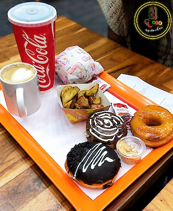 One of the very nicest things about life is the way we must regularly stop whatever it is we are doing and devote our attention to eating.  #foodphotography #foodstagram #tastespotting #yougottahavethis #dunkindonut #delhi #blogger #foodblogger #indianblogger #lucknowblogger #foodbloggers #foodpictures #foodpornography