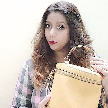 What's in my Hand Bag❓ . . .  Check out What's in my Hand bag in my YouTube Channel for more information. https://bit.ly/2YMv5xk . . . .  #indianyoutuber #indianblogger #indianbeautyblogger #indianinfluencer #bangalorebeautyblogger #bangaloreinfluencers #whatsinmybag #youtubechannel #youtuber #indianyoutuber #handbag