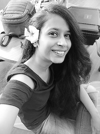 #goodvibesonly  I Love to enjoy each and every moment ❤️  #yogini #sundayvibes #flowers #curlygirls #hairgoals #ropo-good #ropo-style #be-in-trend #trendingnow #beautiful-life #lifestyleblogger #life #ropodaily #ropofollowers #ropo-style #followforfollow #likeforlikeback #punefashionblogger #punefashion #modelings #fitnessmodel #fitnessfreak