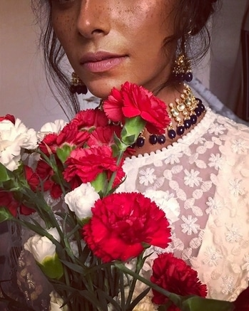 #freshness of carnations blending well with #freckles painted beautifully by this #talentbox @savleenmanchanda Superbly styled by @ayeshaamiinnigam using stunning jewelry @raabtabyrahul and shot by the brilliant @prashhant_awasthi for @labelnityabajaj #doilycampaign #doilybynityabajaj #nityabajaj #labelnityabajaj  #carnations #flowers #red #redcarnations #makeup #frecklesmakeup #contemporaryfusionwear #indiandesigner #makeinindia #fashionshoot #details #deets #doily  #doilydeets