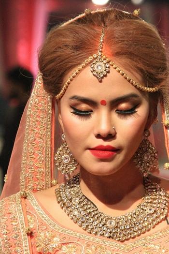 Nikita Makeup Artist & Hairstylist.... #receptionlook #bridal #bridalmakeup #makeup #makeupartist #makeupartistdelhi #muadelhi #mua #muaindia #makeupartistdehradoon #makeuplove #nikitamakeupartistry #nikitamakeupartist #beautifulbride #thaigirl #indianattire